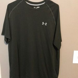 Men's Under Armour heat gear loose fit shirt